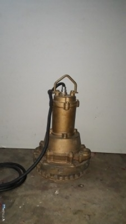 Centric Submersible Pump