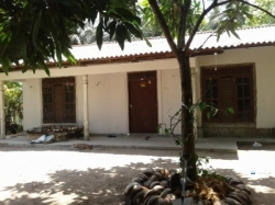 Land with House for Sale In Wariyapola