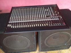 Yamaha 24 Mixer with Speakers