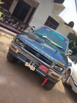 . Toyota Hilux Double Cab