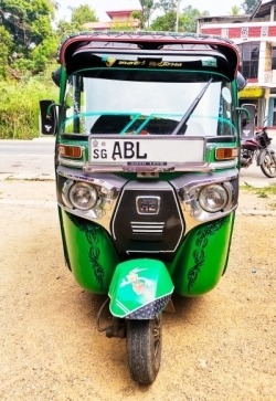Bajaj RE Three Wheeler 2016
